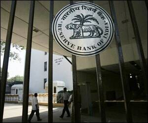rbi key rates Monetary policy: rbi keeps key rates steady, warns on five levies, fiscal slippage unveiling the bi-monthly monetary policy statement in mumbai, rbi governor urjit.