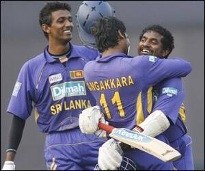 Murali to hang his 'Test boots' in Nov 2010