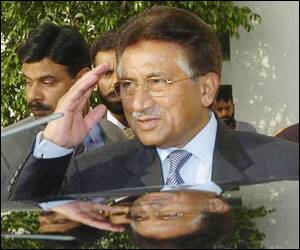 essay on pervez musharraf Pakistani president pervez musharraf announced three days of mourning bhutto's husband, asif ali zardari, her three children and her sister sanam attended the burial bhutto was buried alongside her father zulfikar ali bhutto, pakistan's first popularly elected prime minister who was later on executed by hanging.