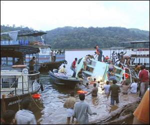 Boat tragedy: Navy resumes search operations
