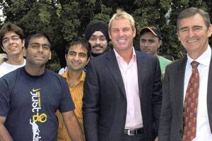 Warne mingles with Indian students to allay fears