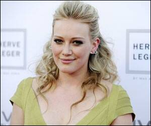 Hilary Duff to pen books