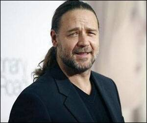 Russell Crowe gets his Hollywood Walk of Fame star