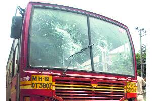Slap murder charges on bus drivers:commuters