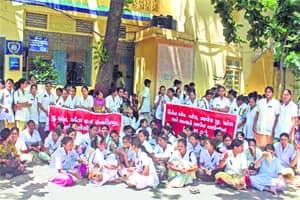 Govt invokes ESMA as nurses go onstrike