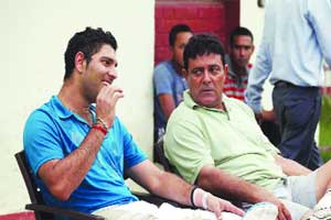 M_Id_206589_Yuvraj_Singh_with_his_father_