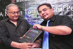 M_Id_212510_Soumitra_Chatterjee_at_Dr_Samar_Chowdhury_book_release_function