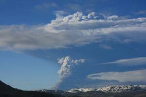 Iceland closes main airport amid volcano eruption