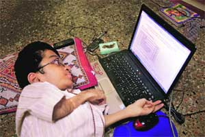 M_Id_216648_Shah_Parikshit_Dilipbhai,_a_physically-challenged_student,_checks_his_HSC_examination_result