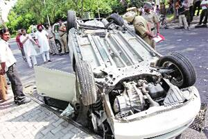 Policeman's wife among 2 dead,1 hurt in mishaps