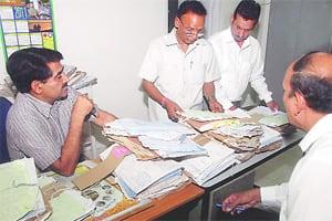 Home Secy Ram Niwas makes surprise EOvisit