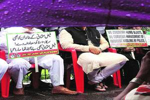 M_Id_224771_Samajwadi_Party_members_protest_against_Faiz_Usmani_death,_at_Azad_Maidan_on_Tuesday