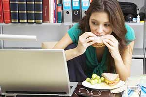 1 in 3 workers skip lunch breaks as job stress increases