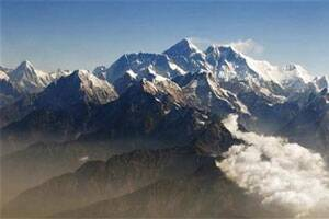 Over 2000 stranded near Everest base camp,weather hits rescue