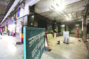 M_Id_246338_An_under_construction_food_stall_at_New_Delhi_Railway_station