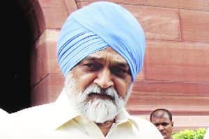Montek's Bundelkhand  visit sparks war of words betweenCongress,BSP