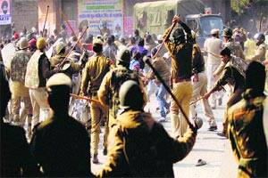 Dam protestors lathicharged as they try to enterKerala