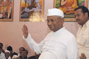 Hazare ridicules Digvijay's allegation on RSS links