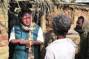 M_Id_264212_Jairam_Ramesh_interacting_with_villagers_in_Purulia_on_Wednesday