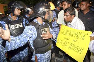 Pro-Nasheed protesters clash with police inMaldives