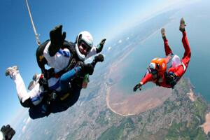 M_Id_273744_A_sky_diving_group