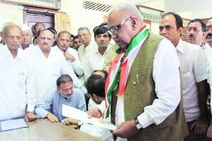 M_Id_276394_Pravin_Rashtrapal_of_Congress_files_his_nomination_