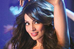Bipasha Basu will reinvent herself in 'Raaz 3': Mahesh Bhatt