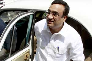Not possible to trust IOA until it removes Kalmadi: Maken