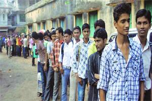 M_Id_289486_Tribal_youths_line_up_in_Jhargram_for_the_recruitment_rally