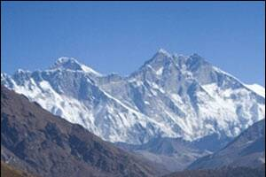 Nepalese-Canadian woman dies on Everest,two climbers missing