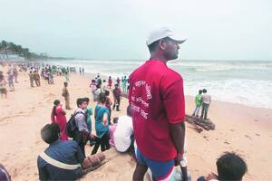 50 more lifeguards for city's beaches