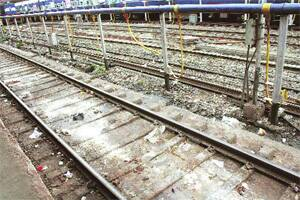 Tracks remain uncleaned,stench holds sway at Pune station