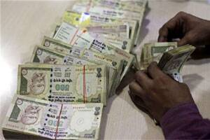FIIs invest Rs 4,800 cr in August