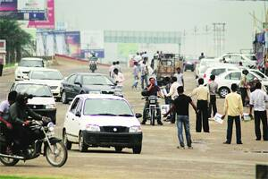 Day after nod,Noida Extn developers hit the road