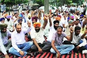 Earth moving association holds dharna at DCoffice