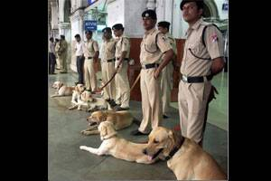 19,000 cops to oversee Mumbai security during Ganeshfestival