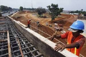 India infrastructure output slows to 2.1%