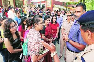 Your mobile phone is your modern-day sword,use it: SSP to girls of MCM DAVCollege