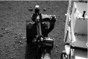 Mars rover Curiosity scoops,detects brightobject