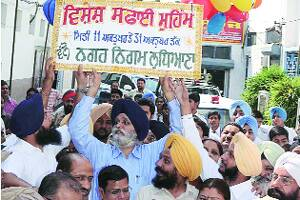 Cleanliness drive starts but with protest against A2Z