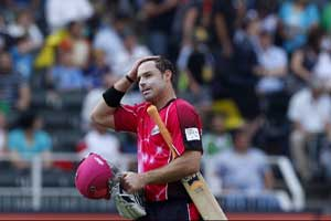 Sydney seal semifinal berth on back of Shane Watson's all round show
