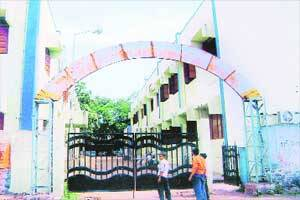 In this PCMC-run school,students come drunk,inhale toxicwhiteners