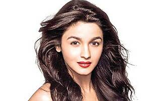 'Student of the Year' was a safe debut: Alia Bhatt