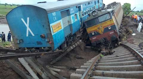 Kamayani Express, shivraj singh chouhan, MP train Accident, Train Accident MP, train accident, Madhya Pradesh train accident, MP train derailed, Janata Express, Kamayani Express, Passenger trains Derailed, Varanasi-Mumbai Train, Varanasi-Mumbai Train Accident, suresh prabhu, Varanasi-Mumbai Train Derailed, Indian Railways, Train Accident Today