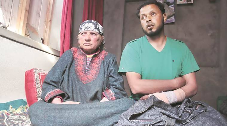 Kashmir violence, man tied to army jeep, army jeep video, Kashmir man tied to army jeep, Kashmir youth assault CRPF, CRPFassaulted, youth heckly CRPF, stone pelting, stone pelting Jammu, Srinagar bypoll, Srinagar violence, India news, Indian Express
