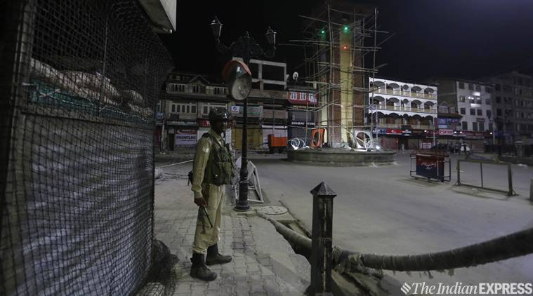Srinagar Jammu Kashmir, Jammu Kashmir section 144, Jammu Kashmir curfew, Mehbooba Mufti house arrest, Omar abdullah house arrest, jammu kashmir latest news, amarnath yatra suspended, India news, indian express