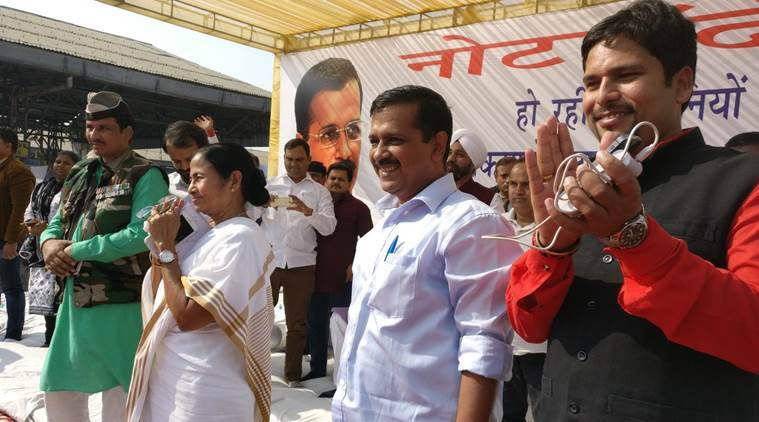Arvind Kejriwal and Mamata Banerjee at the rally in Delhi