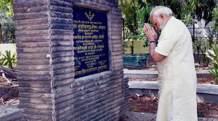 Allahabad: Prime Minister Narendra Modi paying tribute to Chandra Shekhar Azad during his visit to Chandra Shekhar Azad Park, in Allahabad, Uttar Pradesh on Monday. PTI Photo(PTI6_13_2016_000033B)