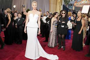 Pale blush,greys and metallic sparkle grace Oscars red carpet