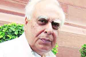 Sibal takes on judges,says let the court allocate spectrum,explain its orders